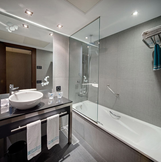 Frameless Bathtub Screens