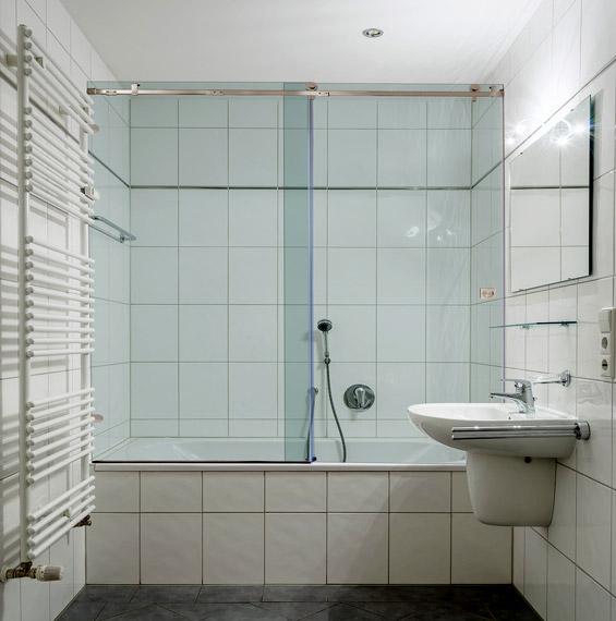 Quadro Sliding Bathtub Doors | Dulles Glass